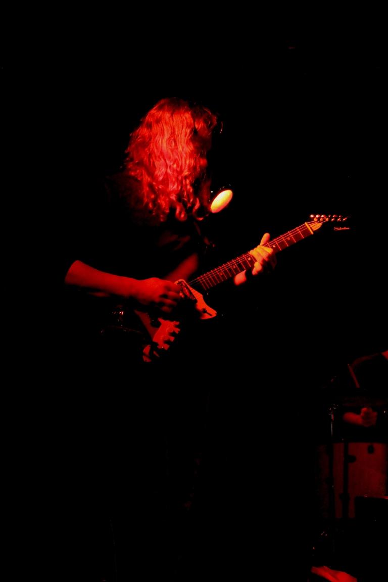 alex-live-red